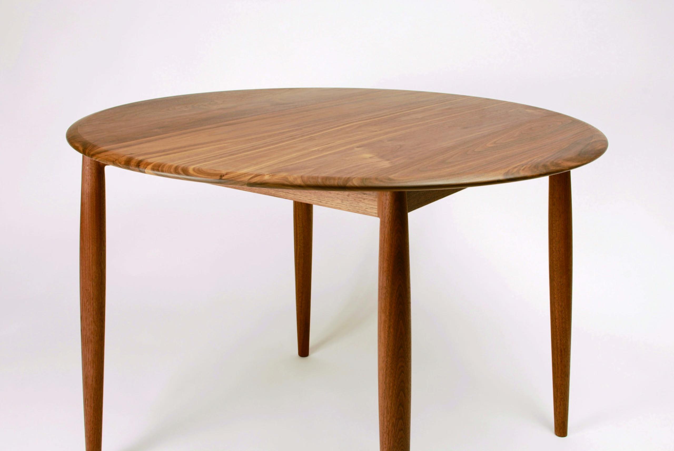 Univerce dining table